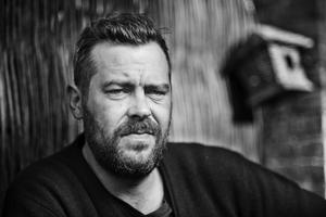 Forfatter Kaspar Colling har skrevet en roman om borgerkrig i et fremtdiidgt Danmark. Foto: Gorm Branderup