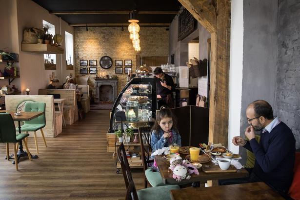 I snart et år har man i Sydhavnen kunnet få en smag af Marokko på den velassorterede, hyggelige cafe lige ved ringvej 02.