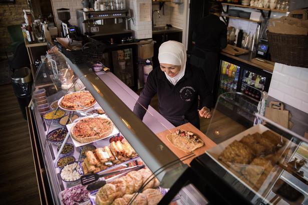 Hvis man går og savner Marokkos mad- og drikkekultur, vil man juble over mødet med South Harbour Café