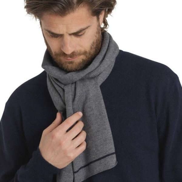 45b1785e75f Klassisk rundhalset sweater i 100% cashmere - dark blue - Politiken PLUS