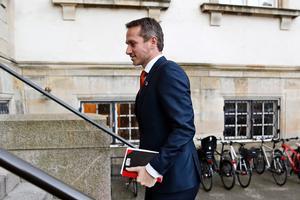 Finansminister Kristian Jensen vil måles på god service, ikke antallet af offentligt ansatte.