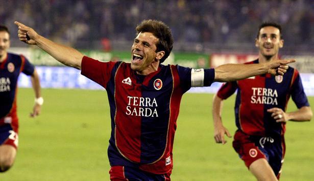 Gianfranco Zola havde en gylden karriere som aktiv spiller fo0r en række klubber og det italienske landshold. Det har været sværere at skaffe succes som træner.