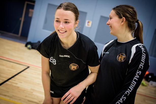 Ronja Johansen og Mai Kragballe spiller i dag sammen i København Håndbold, hvor Johansen er venstre back og Kragballe er playmaker.