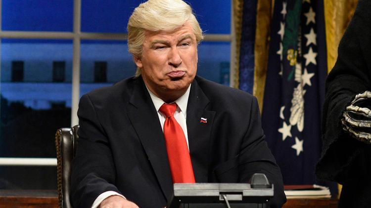 Alec Baldwin har en række gange parodieret Donald Trump på Saturday Night Live. Her fra 2017