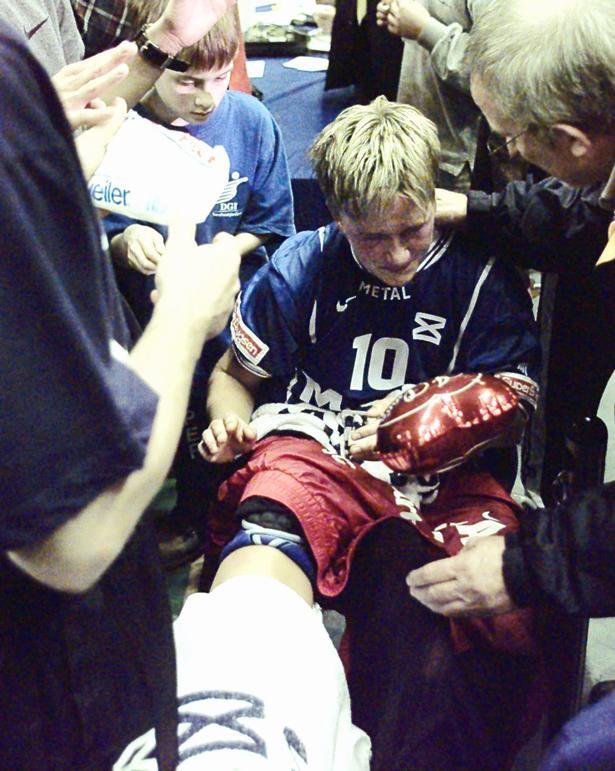 Hun kender alt til skader, Merete Møller. Her er hun fotograferet, grædende - efter at have pådraget sig en fodskade mod Rusland ved VM i Tyskland i 1997.