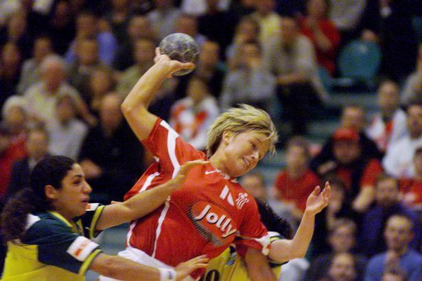 Merete Møller ved VM i Tyskland i 1997. Fotograferet i en gennembrudssituation mod Brasilien. Danmark vandt kampen 30-23.
