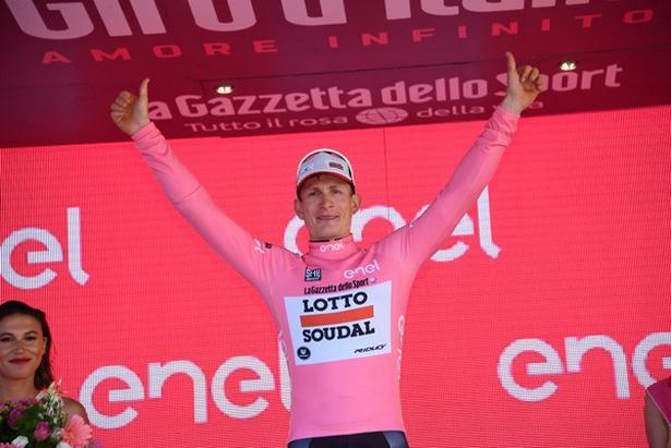 For første gang i karrieren erobrede André Greipel i dag førertrøjen i en af de store rundture. Foto: La Presse-D'Alberto/Ferrari.