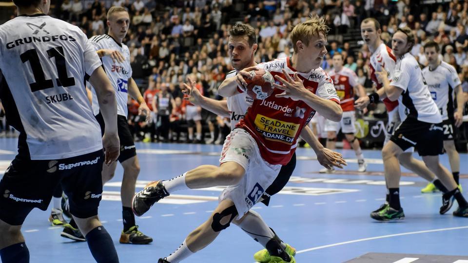 842d6c90c79 Champions-drama i Kiel: Aalborg hev i tøjret - men det tyske kødkvæg holdt  balancen - politiken.dk