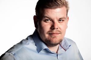 Vi skal have tilknyttet Chris Bjerknæs som debattør, han er ung og borgerlig og Landsformand for Dansk Folkepartis Ungdom.