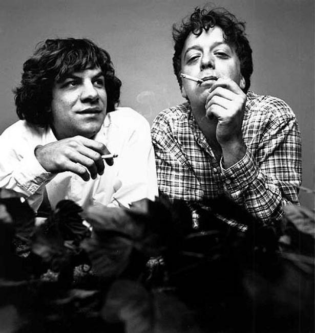 Gene og Dean Ween alias Aaron Freeman og Michael 'Mickey' Melchiondo, Jr. udgør tilsammen bandet Ween, som i dén grad er et lyt, ja, mange lyt, værd. Pr-foto