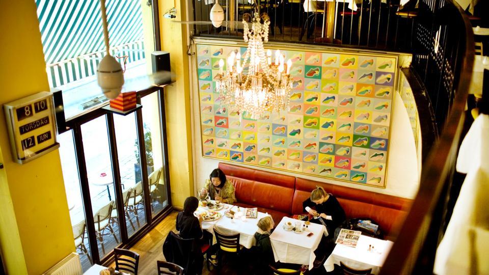 6db91eb94f7 Manden bag Café Sommersko bestilte 1.000 askebægre, så kunderne havde noget  at stjæle - politiken.dk