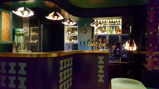 Den nyåbnede bar og kaffebar The Mudhoney i Guldbergsgade er præget af 60'er-70'er stil på både interiør- og musiksiden.