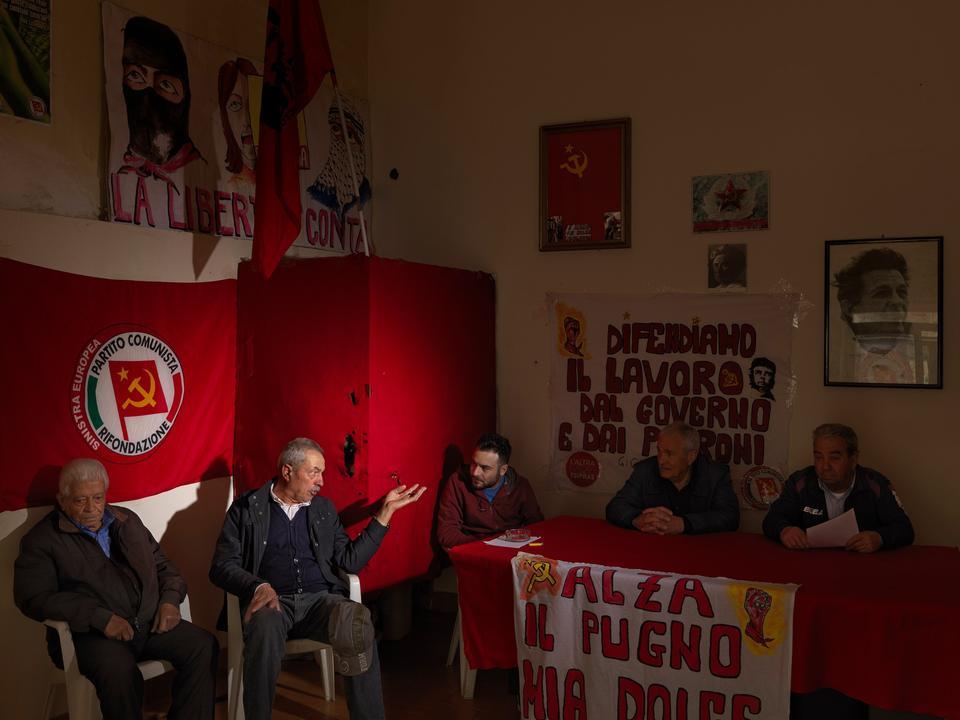 Italien. I byen Borgia hos partiet Partito della Rifondazione Comunista, der også kaldes PRC: Circolo Rosa Luxemburg, Borgia, Calabria.