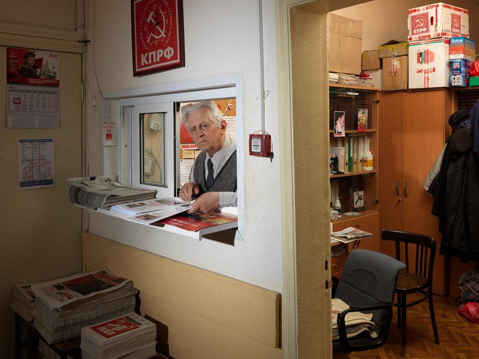 Rusland. Georgi Georgievich Slovtsov på det kommunistiske kontor i Skt. Petersburg.