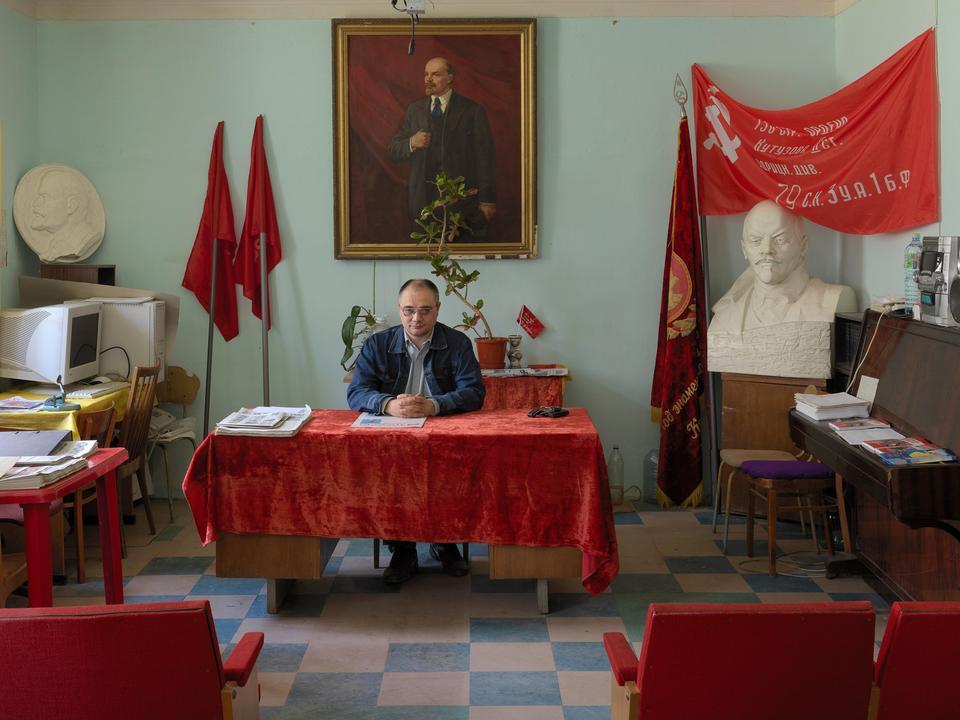 Rusland. Førstesekretær Alexei Raspopov i lokalkontoret i Obninsk, en by i Kaluga-provinsen i det vestlige Rusland.