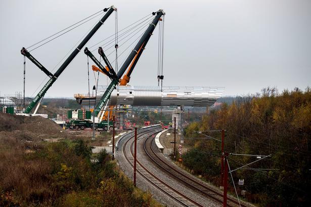 Elementerne skal, når de er monteret og samlet, tilsammen udgøre Køge Nord Stations 225 meter lange gangbro.