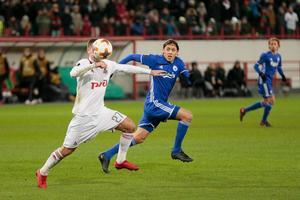 Igor Denisov(tv.)  fra Moskva i kamp med FCK's Uros Matic.