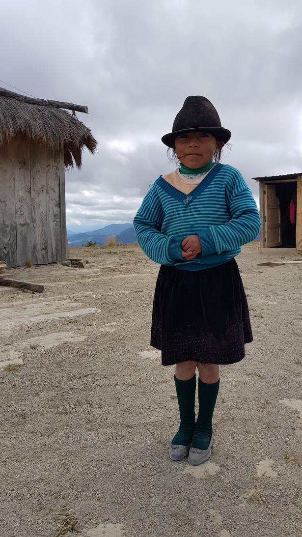Vandreturen går gennem små landsbyer, hvor de lokale børn er ivrige efter at sige hej.