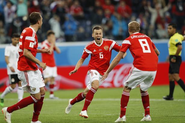 Denis Cheryshev er nu delt VM-topscorer med Cristiano Ronaldo, efter den russiske midtbanespiller lavede sit tredje VM-mål mod Egypten.
