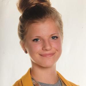 Julies skolefoto fra 9. klasse.
