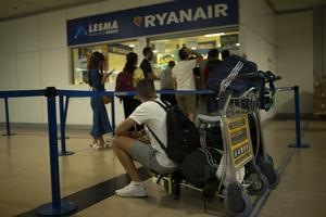 Flyforsinkelse.dk og Flyhjælp tager mellem 25 og 31 procent af den endelige erstatningssum for at føre sager for passagerer, der er blevet ramt af forsinkelser på flyrejsen. De fører titusindvis af sager mod flyselskaber om året - ikke alle ender med erstatning.