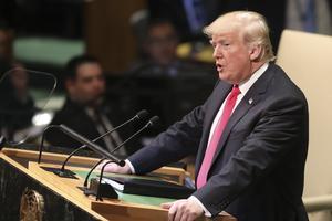 »Irans ledere sår kaos, død og ødelæggelse. De fortjener ikke respekt fra det internationale samfund«, lød det i talen.
