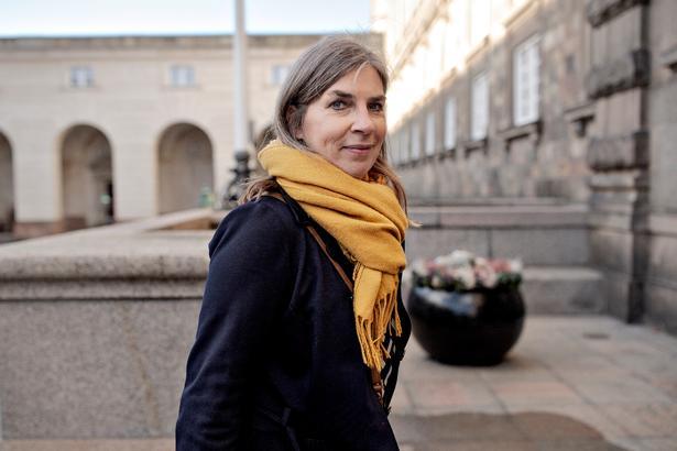 Mette With Hagensen på vej til kaffemøder med Venstre og Dansk Folkeparti på Christiansborg.