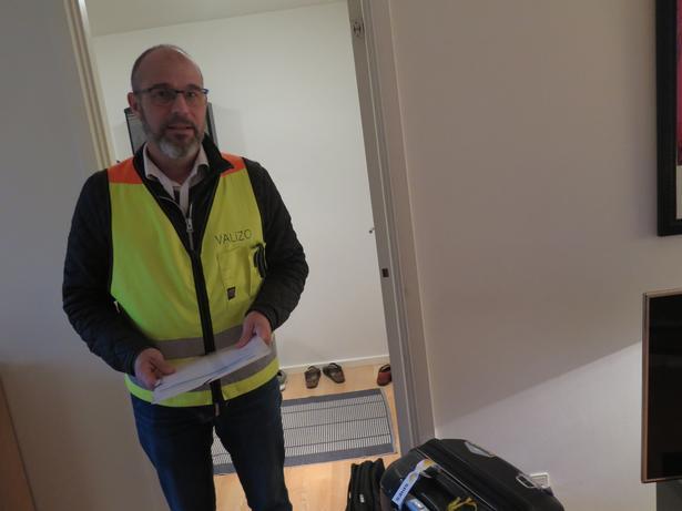Morten Nannestad og Valizo fungerer som en tjek-in skranke i passagerens hjem og har alle relevanter dokumenter med.