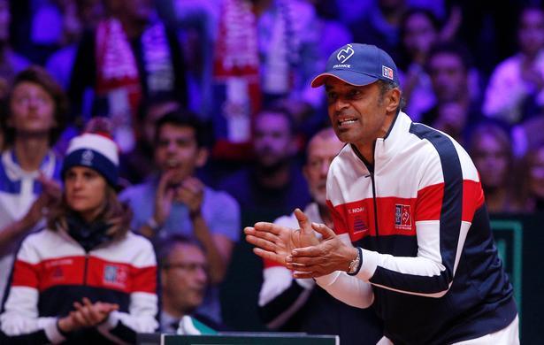 Frankrigs holdkaptajn Yannick Noah forsøgte at heppe sit hold frem til succes, men det var ikke nok denne gang.