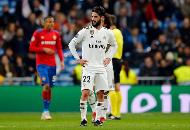 Real Madrids offensive midtbanespiller Isco ser frustreret ud på Bernabéu, og det gik da også helt galt i sidste gruppespilskamp mod CSKA fra Moskva. Men spanierne var på forhånd klar til ottendedelsfinalerne.