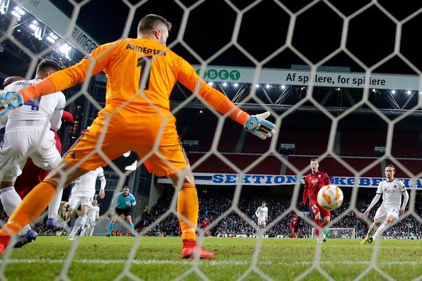 Stephan Andersen ærgrer sig over torsdagens resultat, hvor Bordeaux udnyttede sin eneste målchance i kampen.