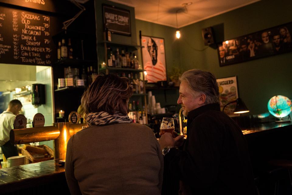Restaurant Omar på Refsnæsgade kan noget med både stemning og mad.