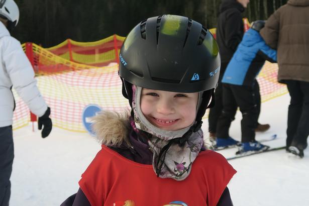 Ansigtet siger det hele: Det er sjovt at stå på ski.