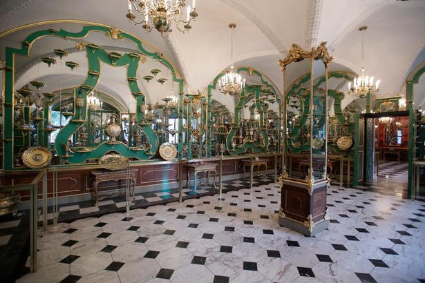 August den Stærke gjorde den imponerende samling Grünes Gewölbe offentligt tilgængelig, men man skulle være pæn i tøjet og have vasket sig for at få adgang.
