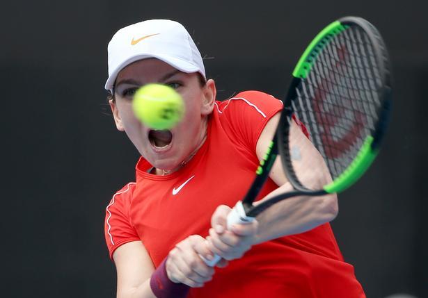 Når Simona Halep tager hul på Australian Open, er det uden at have vundet en kamp siden oktober.