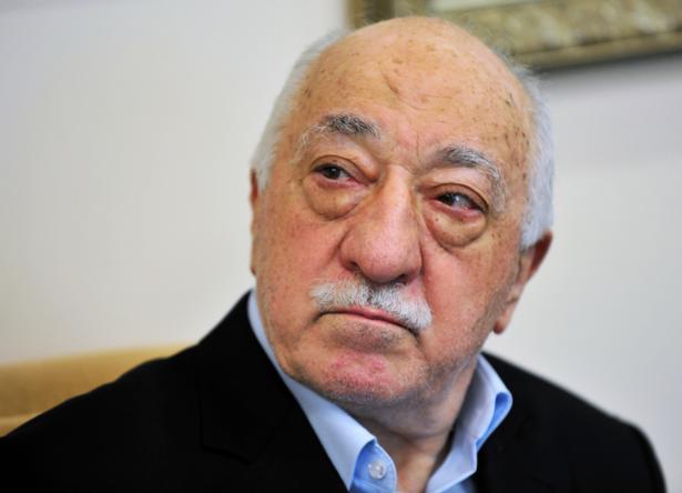 Fethullah Gülen var en tæt allieret med Erdogan. Indtil den tyrkiske præsident begyndte at mistænke Gülen for at ville kuppe sig til magten. En anklage, som Gülen har afvist.