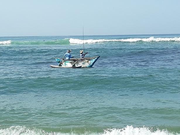 Lokale fiskere ved byen Mirissa på Sri Lankas sydspids.