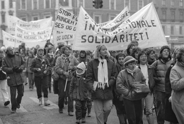 Demonstrationstog gennem Københavns gader på Kvindernes Internationale Kampdag 1985.