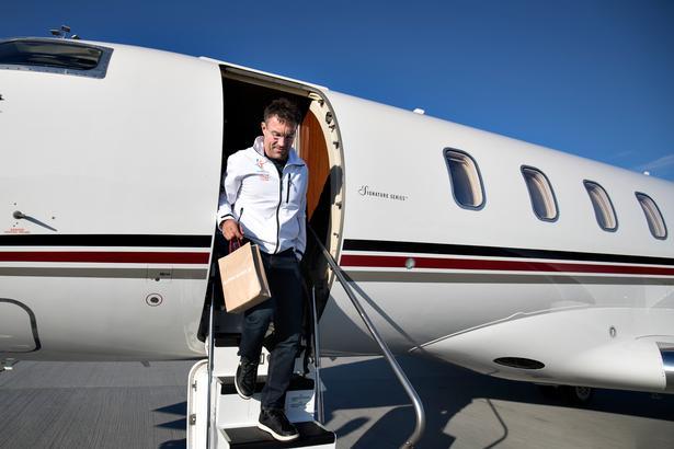 Pat Cash rejser op mod 30 uger om året, fordi han både har familie i Australien, Norge og England, og samtidig er han træner for en kvindelig tennisspiller i USA. Foto: Lars Dareberg