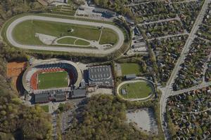 Luftfoto af stadion set fra nord.