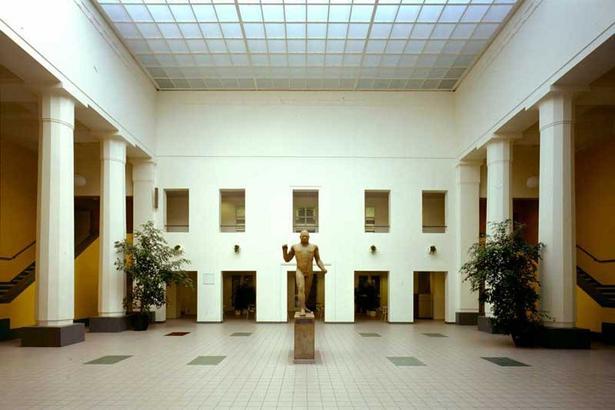 C.F. Møller har over en lang årrække forestået en række om- og tilbygninger af arkitekt Høegh-Hansens Aarhus Idrætspark.