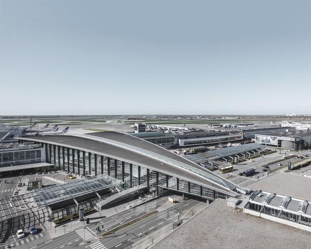 Luftfoto af Terminal 3 i dag.
