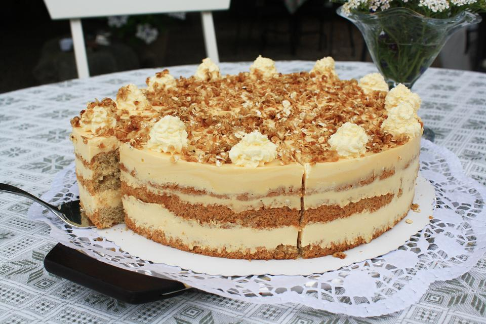 Mmmm...tid til kage hos Marlieses Gårdcafé på Orø.