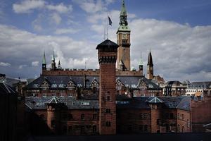 Københavns Museumovertager i dag nye gamlelokaler i Stormgade 18. Museet åbner for besøgende om et års tid.Udsigt til Københavns Rådhus. Tårne, udsigt.