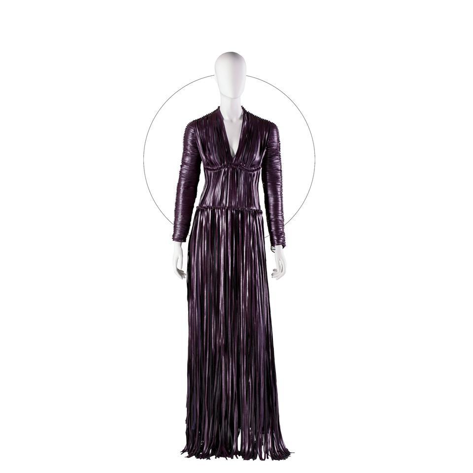 Det ligner læder, men kjolen er skabt af materialet Vegea, der består af fibre fra vindruer og restprodukter fra vinproduktionen.