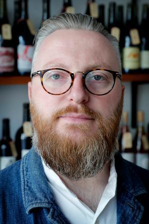 Skål i byen: Solfinn Danielsen fotograferet i sin  vinbutik Rødder & Vin i Ravnsborggade.