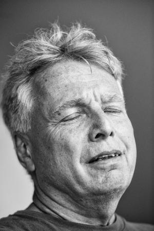 Uffe Elbæk er blandt de 90 fotograferede politikere med lukkede øjne. Foto: Klaus Holsting