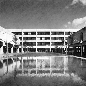 Pladsen havde oprindeligt et spejlbassin - her fra cirka 1974.