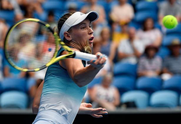 Caroline Wozniacki har fortalt, at der er dage, hvor hun på grund af leddegigt næsten ikke kan komme ud af sengen om morgenen.