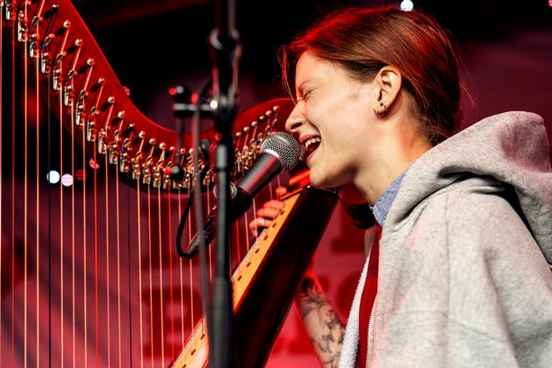 Anden koncert var med harpespillende Selma Judith.
